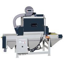 Cabina de arenado de presión / automática / con transportador de bandeja