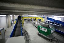 Transportador de banda / para la aeronáutica / de maletas / inclinado