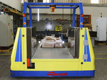 Vehículo de guiado automático de manipulación / de carga / para almacén / de descarga