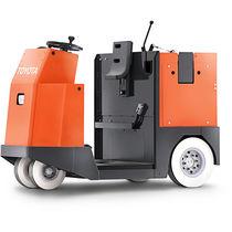 Tractor eléctrico / con 4 ruedas / para conductor sentado / de remolcado