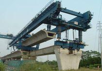 Pórtico de lanzamiento para doble viga en cajón / para la construcción de puentes