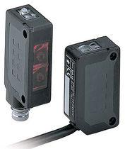 Sensor fotoeléctrico fotoeléctrico retroreflectivo polarizado / rectangular / infrarrojo / compacto
