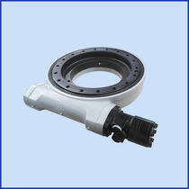 Sistema de arrastre giratorio para seguidor solar / de husillo sin fin / compacto