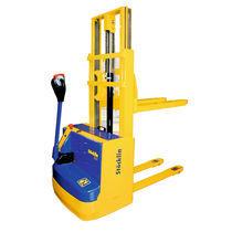 Apiladora eléctrica / con operador a pie / robusta