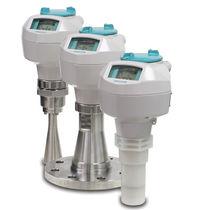 Transmisor de nivel radar / para líquido / para recipiente / de ondas por ráfagas