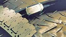 Sujetacables con porta-etiquetas