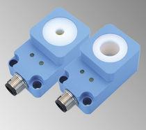 Sensor de proximidad inductivo / de anillo / IP67 / analógico