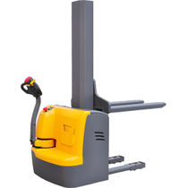 Apiladora eléctrica / con operador a pie / de transporte / para almacén