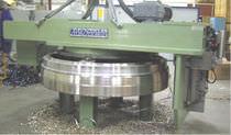 Célula robotizada de desbarbado / para máquina herramienta