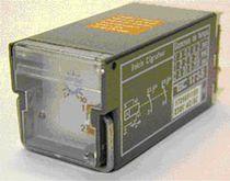Relé electromecánico 12 V CC / enchufable
