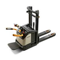 Apiladora eléctrica / con plataforma para el conductor / para conductor sentado / para palés