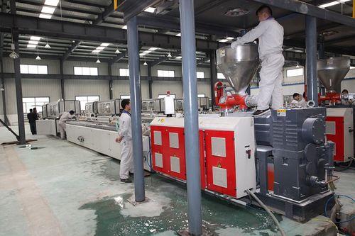 línea de extrusión de perfiles - Jiangsu Xinrong Sinence & Technology Development Co,. Ltd.