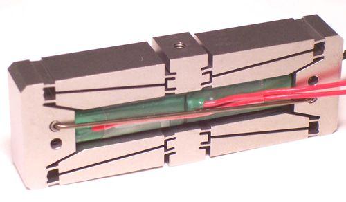 Actuador piezoeléctrico lineal / amplificado 80 -  2000 µm DSM