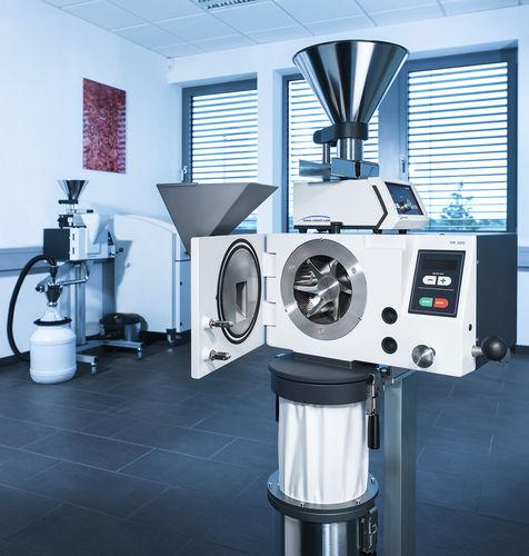 Molino de impacto / para polvo grueso / vertical / para laboratorio 15 mm - 50 µm | SR 300 Retsch
