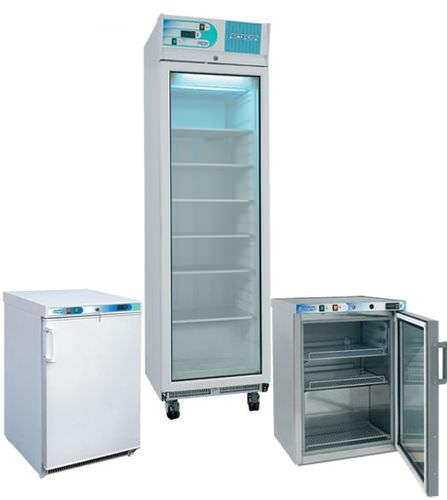 congelador de laboratorio / de baja temperatura / vertical / para el sector médico