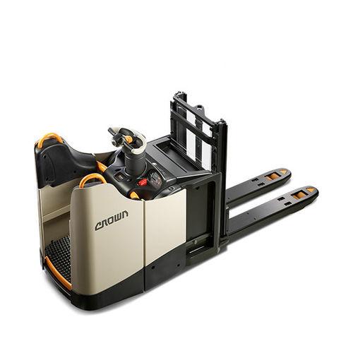 apiladora eléctrica / con operador sentado / para almacén / para el transporte de 2 paletas a la vez