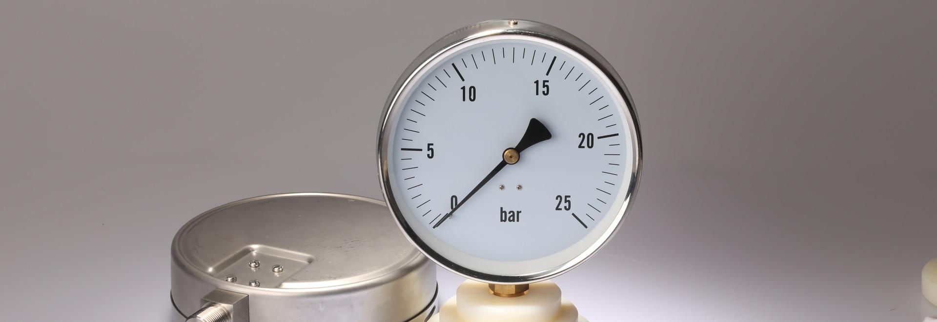 ¿Cómo instalar, utilizar y mantener los indicadores de presión?