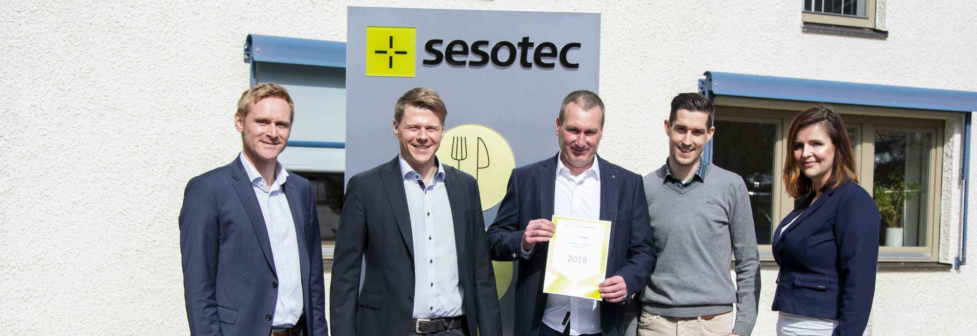 """El equipo de ventas de Sesotec tuvo el placer de presentar el """"Regional Dealer Award 2018"""" a Stol inspection systems bv"""