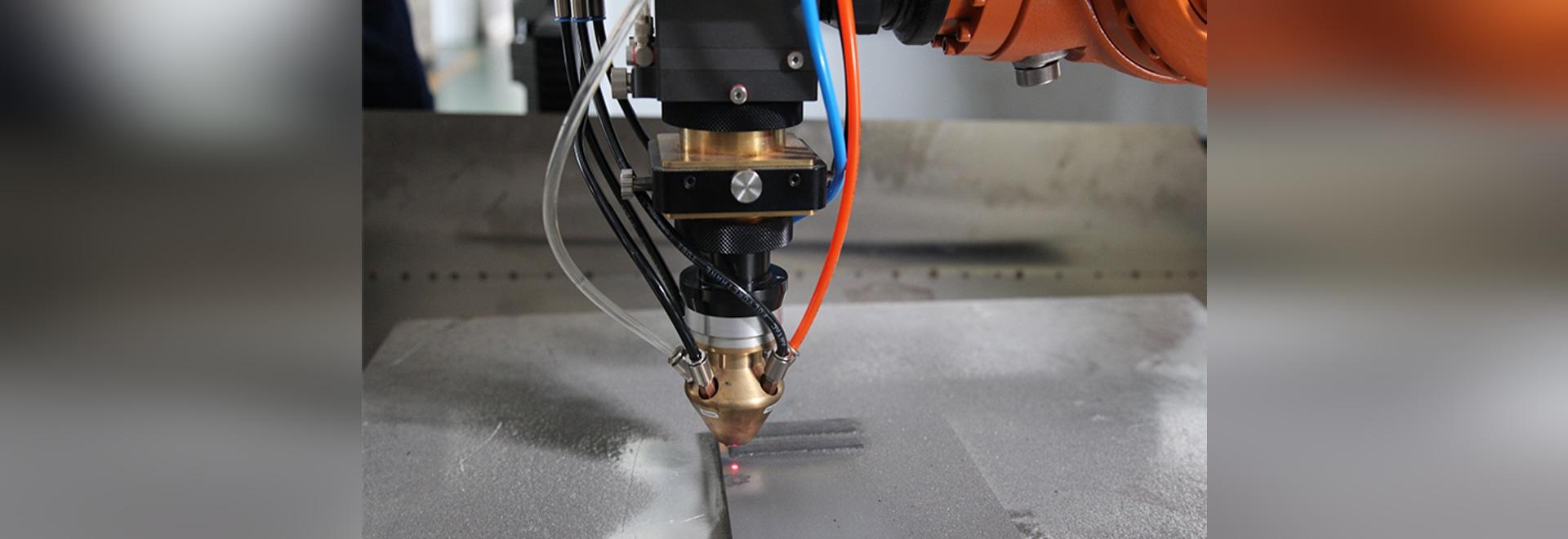 En la fábrica principal del motor en el equipo de soldadura de laser de HANS GS