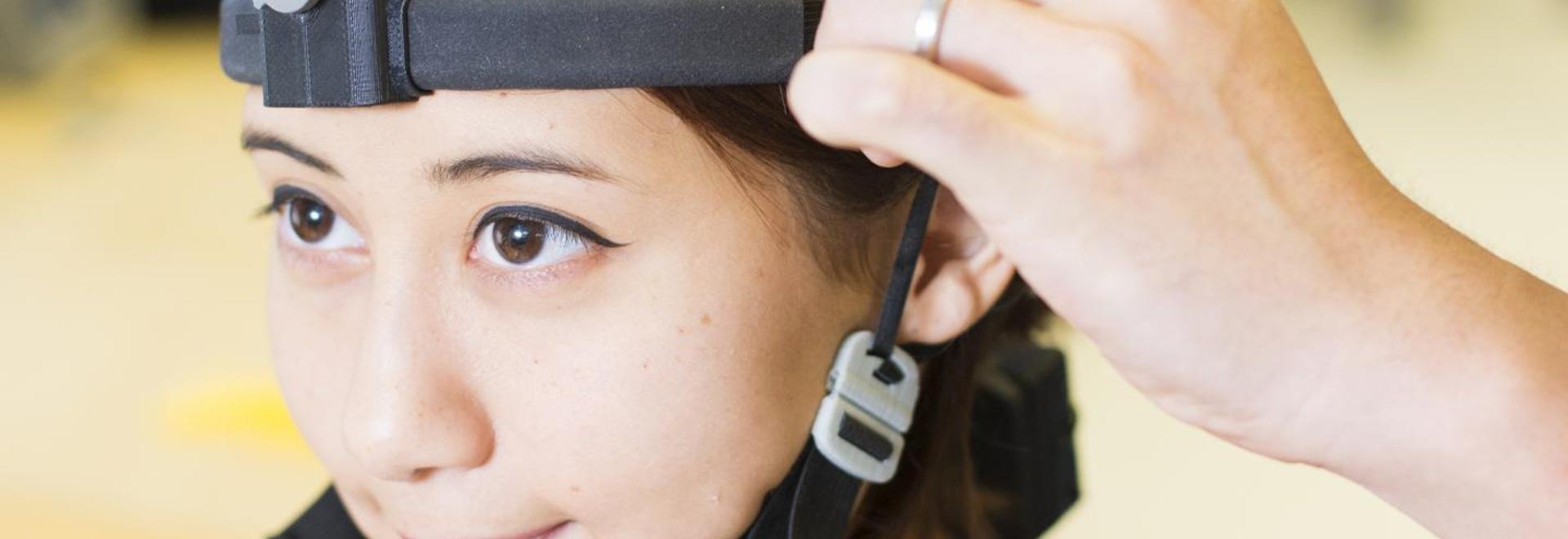 Primer sistema portable, usable de EEG desarrollado - Berkeley, CA ...