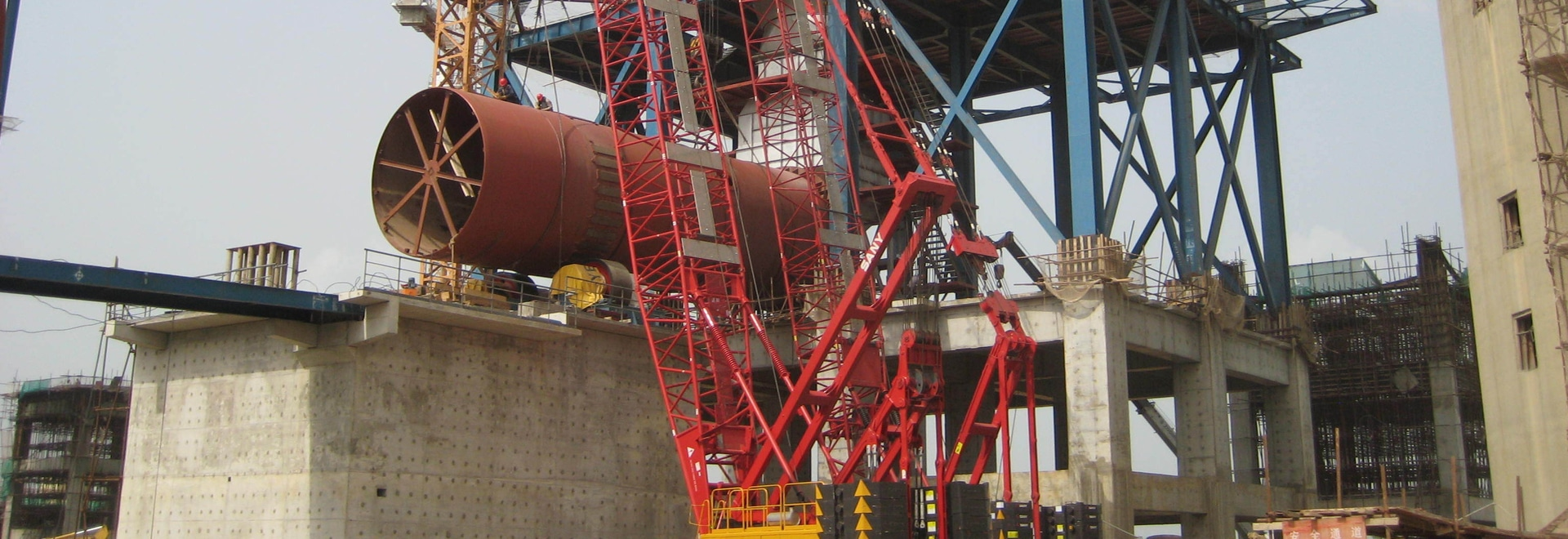 Grúas de correa eslabonada de SANY SCC500 50t que construyen la planta del cemento de Dangote de Nigeria