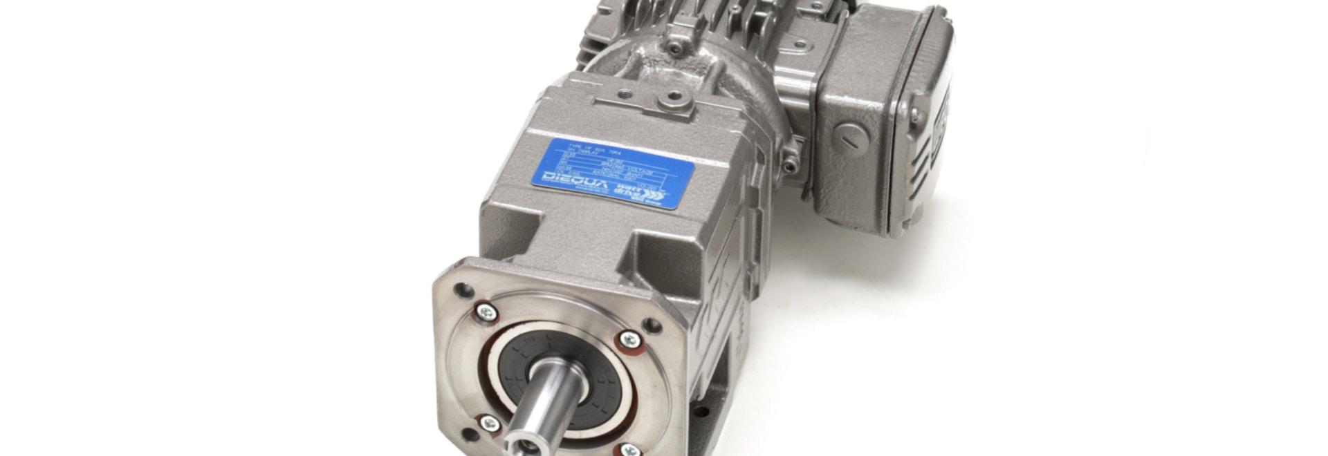 Motores con engranajes y reductores de velocidad helicoidales en línea