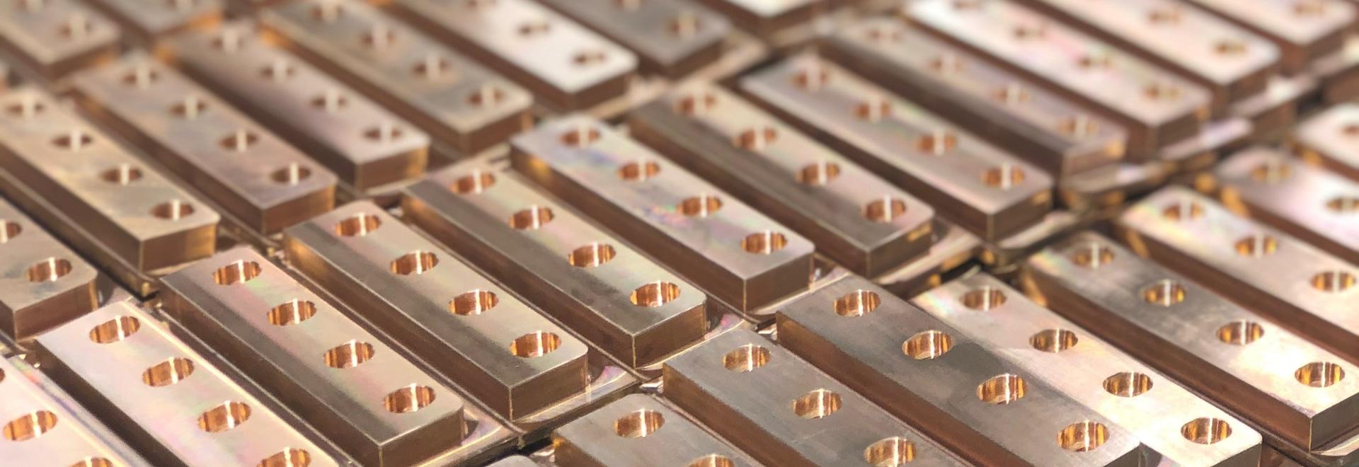 Piezas de ingeniería de precisión en el taller de máquinas