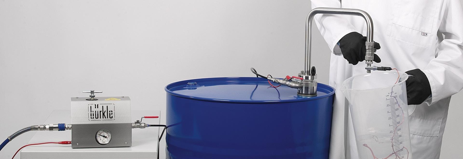Sistema de extracción de disolventes con tubo de descarga
