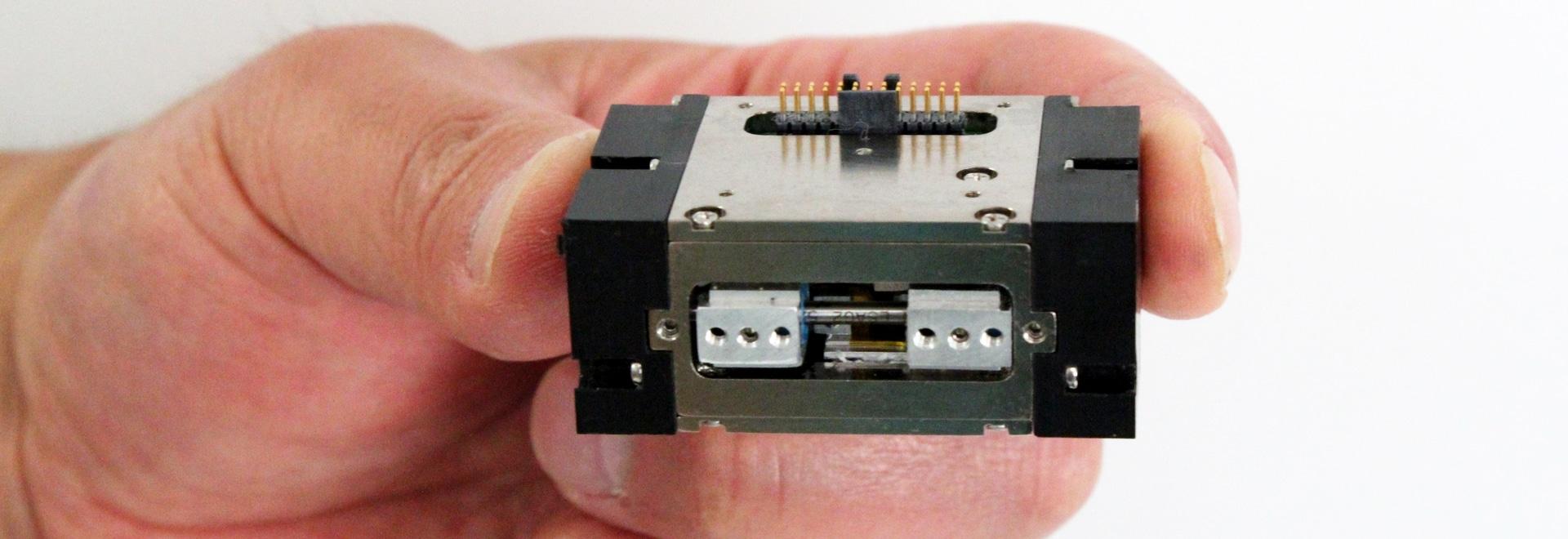 SMAC introduce el agarrador micro programable para manejar piezas frágiles