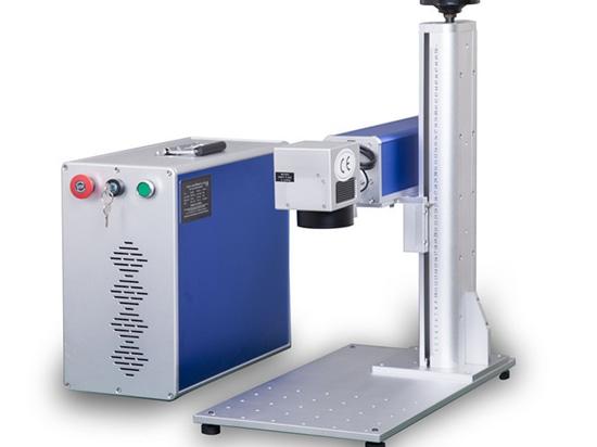 Marcador del laser de la fibra en los pendientes