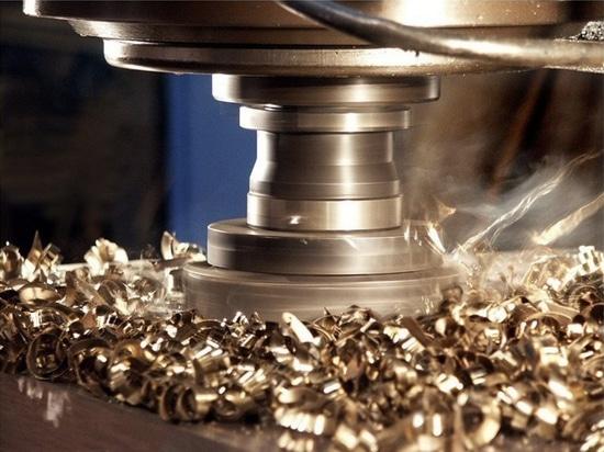 Los usos de la máquina-herramienta han reducido ruido con XI-más los tornillos de la bola de la precisión por Steinmeyer Inc.