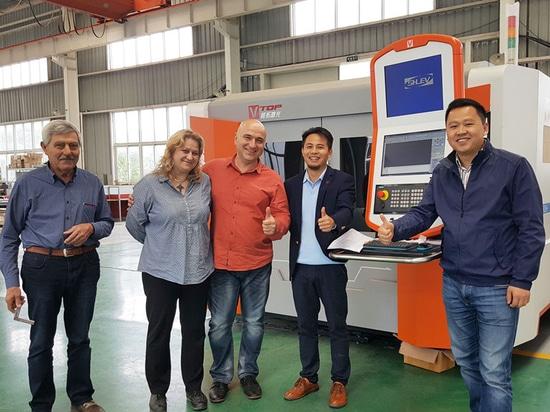 El cliente de Bulgaria visitó nuestra fábrica para ver nuestras máquinas de corte del laser de la pipa / del tubo y de la hoja de Mteal