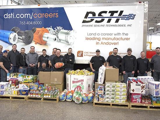 DSTI dona 3.400 libras a NACE Foodshelf esta estación de día de fiesta
