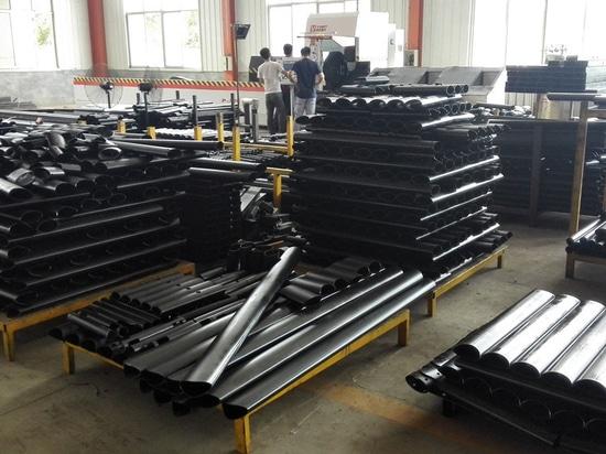 Máquina de corte de tubo de láser de fibra de CNC P2060 para tubo cuadrado de cuadrado / cintura en nuestro sitio de cliente