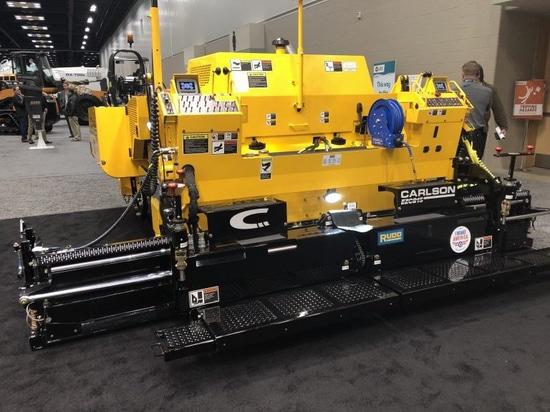 La nueva pavimentadora del CP75 II de Carlson elimina la necesidad de la limpieza de la tolva