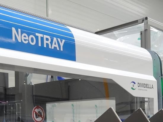 Dividella ACELERA el envasado de alto rendimiento con la nueva estuchadora insignia de NeoTRAY
