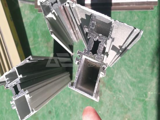 Máquina trituradora de metal para la línea de producción de puente de aluminio