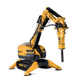 robot de demolición con mando a distancia