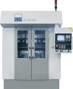 máquina de torneado CNC