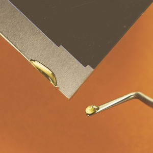 cola de baja liberación de gases / epoxi / para metal / para cerámica