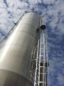 silo de aluminio / con fondo plano / para polvo / para productos a granel