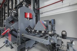 punzonadora automática / para cantoneras / cizallado / para la construcción de torres de acero