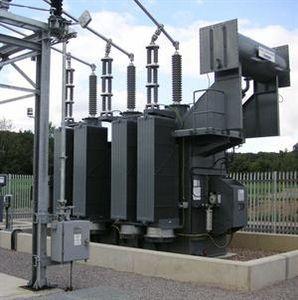 transformador de potencia / sumergido / con depósito de aceite / de pie