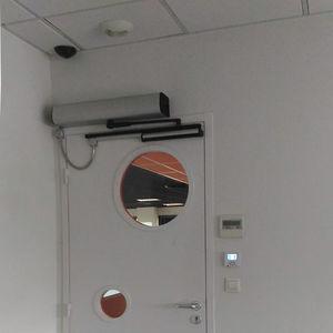 operador para puerta batiente