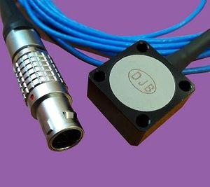 acelerómetro triaxial / MEMS / de alta sensibilidad / con salidas de tensión