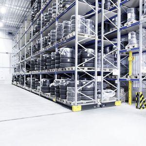 sistema de estanterías depósito de almacenamiento / para carga mediana / para neumáticos / móvil