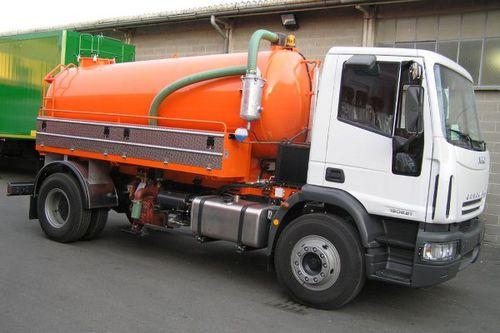 camión hidrolimpiador