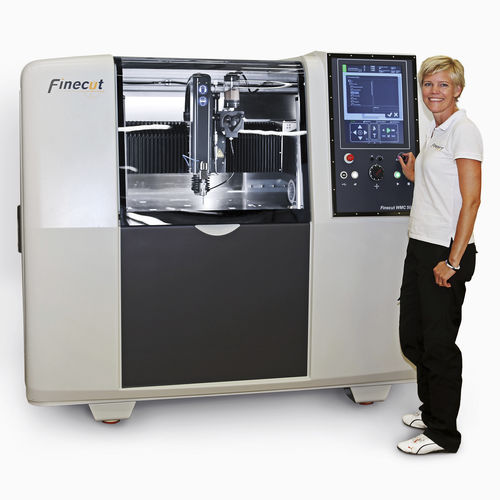 máquina de corte con chorro de agua microabrasivo / para caucho / para metal / para fibra de vidrio