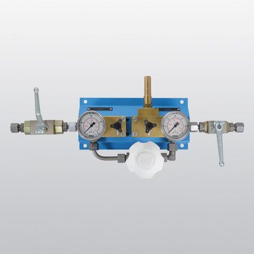 regulador-reductor de presión para gas / de bolas / de alta presión / con manómetro