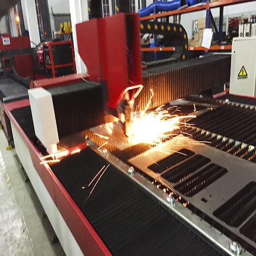 máquina de corte para acero / láser de fibra / de chapa / CNC